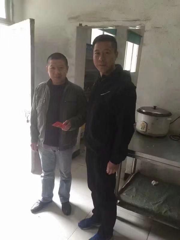新春慰问 情暖人心 上饶市第九小学走访慰问贫困生及退休教师掠