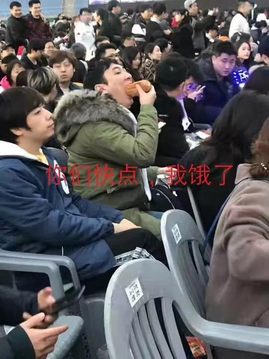 网友画王思聪吃热狗照,王校长:你已经被盯上了